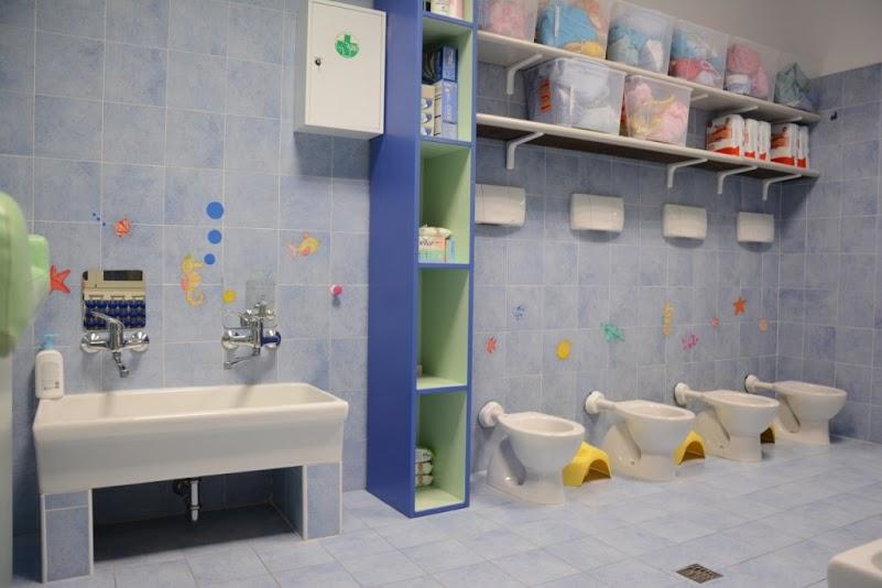 Arredo bagno per asilo nido design casa creativa e for Arredo scuola materna